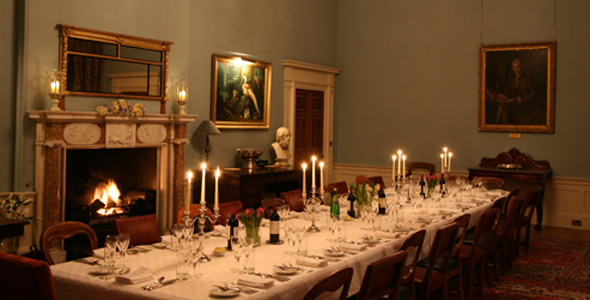 Amazing Long Dining Room Table in a Castle 590 x 300 · 167 kB · jpeg